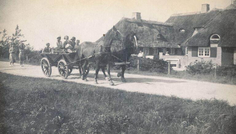Med hestevogn til Klintegården